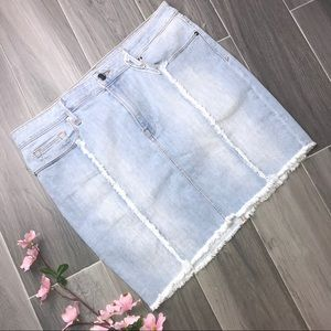 Good American | Distressed Seam Denim MiniSkirt